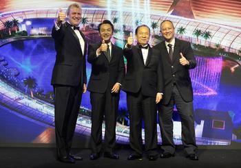 15.-President-Steve-Wolstenholme-Chief-Operating-Officer-Takahiro-Usui-Chairman-Kazuo-Okada-and-Board-of-Director-Antonio-Cojuangco.jpg
